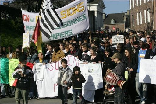 France: un millier de manifestants contre l'expulsion de 23 Maliens