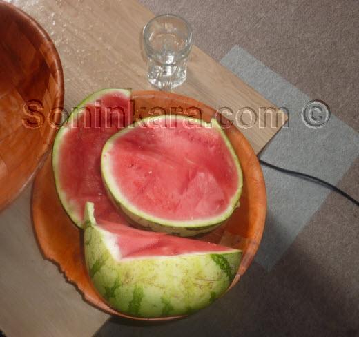Cuisine: Gastronomie Soninké: Le sutun bote, un plat ancestral soninké à base de pastèque rouge et de haricot très facile à préparer