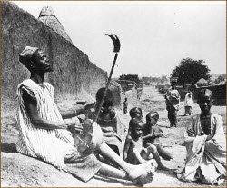 Des  troubadours du Moyen Age aux griots africains
